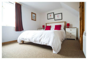 cheap self catering mousehole bedroom